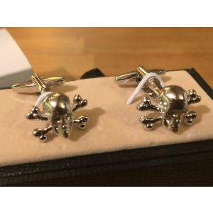 Cufflink Pair in Box Skull and Crossbones